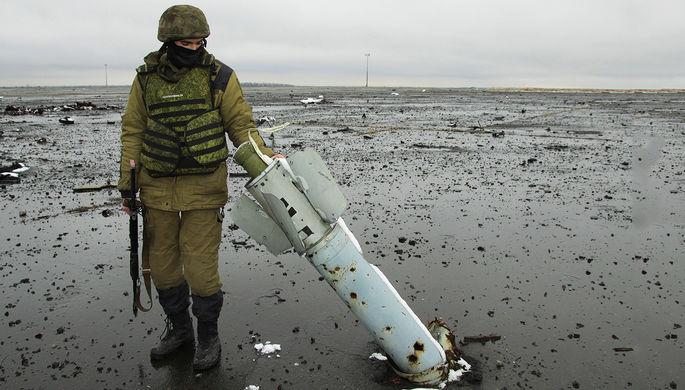 Ополченец Донецкой народной республики (ДНР) на территории Донецкого аэропорта, 2015 год