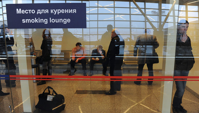 Запрет неэффективен: Госдума вернула курилки в аэропорты