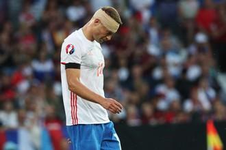 На последнем чемпионате Европы Василий Березуцкий играл против Уэльса даже с разбитой головой
