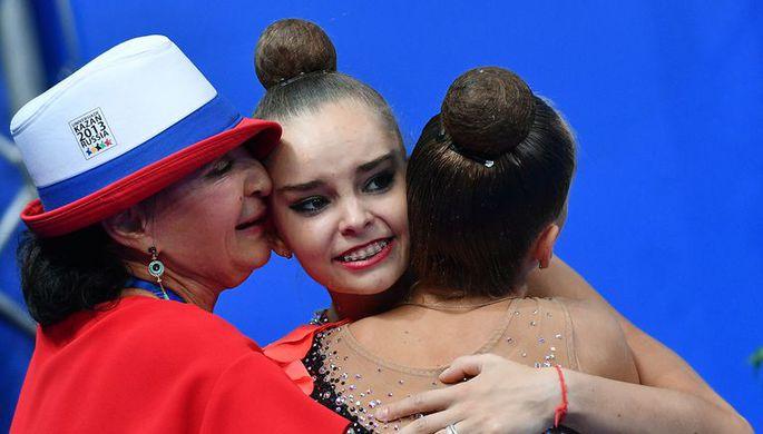 Дина Аверина и Арина Аверина со своим тренером Ириной Винер-Усмановой