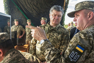 Глава Генштаба ВСУ Виктор Муженко (справа)