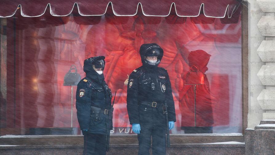 Сотрудники полиции на Красной площади, 31 марта 2020 года