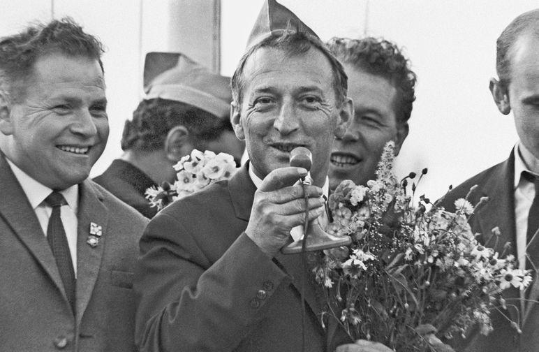 Итальянский писатель Джанни Родари на встрече с пионерами во время V Московского международного кинофестиваля, 1967 год
