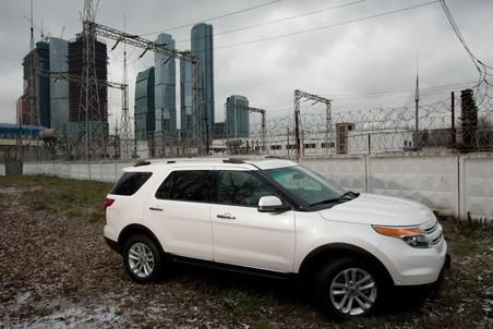 Шпионы засняли на тестах фейслифтинговый Ford Fiesta 38