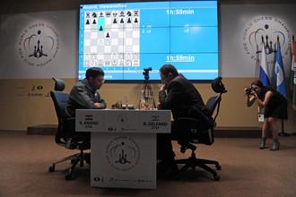 В четвертой партии соперники продолжили дискуссию в славянской защите