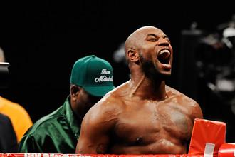 Бывший игрок в американский футбол, а ныне успешный боксер-тяжеловес Сет Митчелл радуется победе над Тимуром Ибрагимовым. Подарит ли бой против Криса Арреолы те же эмоции?