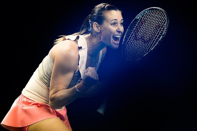 Флавия Пеннетта (Италия) радуется победе в финальном матче женского парного разряда Кубка Кремля — 2014 против Каролины Гарсия (Франция) и Аранчи Парра Сантоньи (Испания)