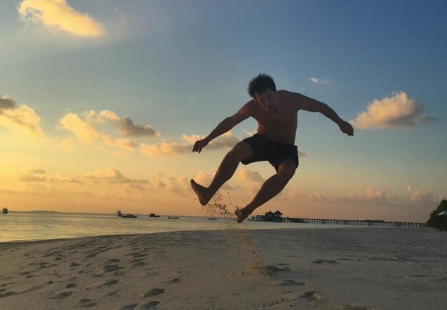 Актер Данила Козловский провел праздники на берегу Индийского океана