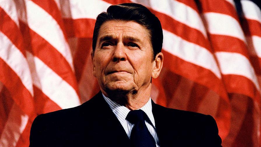 До 1947 года Рейган был активистом организаций «Объединенные федералисты мира» и «Американцы – сторонники демократических действий». После начала «холодной войны» он сотрудничал с комиссией Палаты представителей Конгресса США по расследованию антиамериканской деятельности