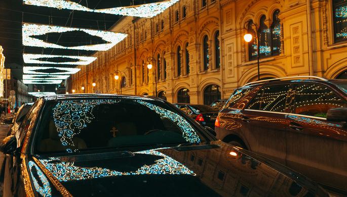 Новогодняя подсветка на улице Ильинка, декабрь 2017