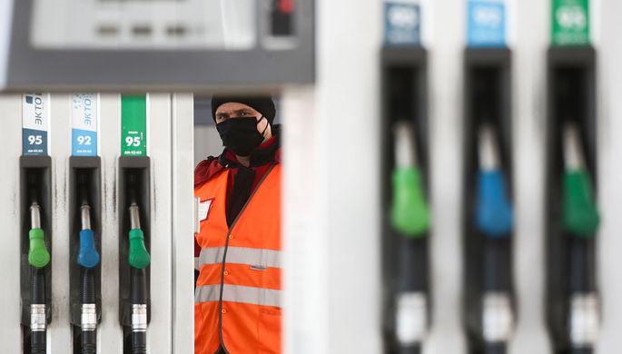 Колонка на замке: кто выиграет от запрета на экспорт бензина
