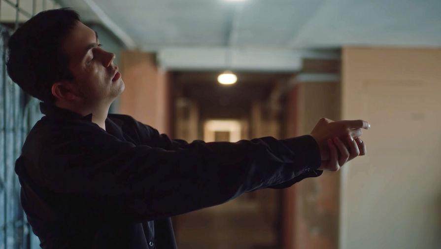 Сцена из клипа «Тима ищет свет»