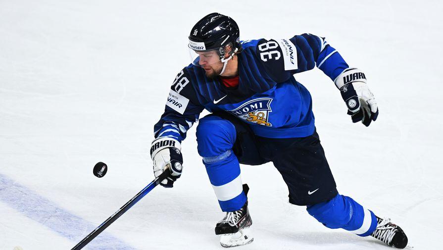 Теэму Турунен (Финляндия) в матче чемпионата мира по хоккею — 2021