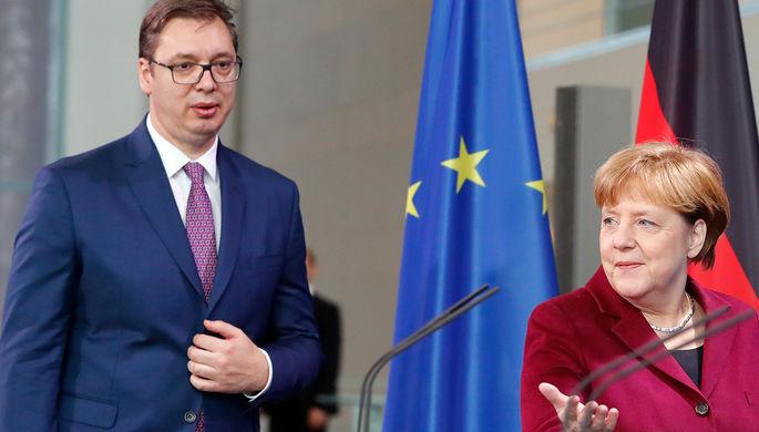 Канцлер ФРГ Ангела Меркель и сербский премьер-министр Александар Вучич перед переговорами в Берлине...