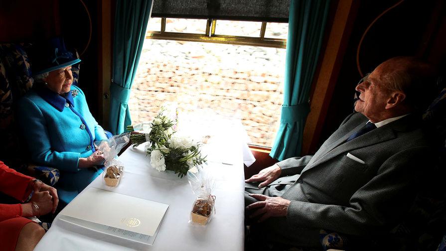 Королева Елизавета II и принц Филипп во время поездки по Шотландии, 2015 год