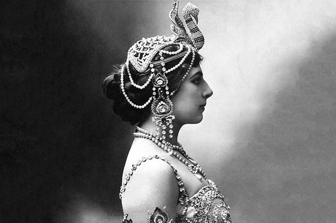 Мата Хари в образе танцовщицы, 1906