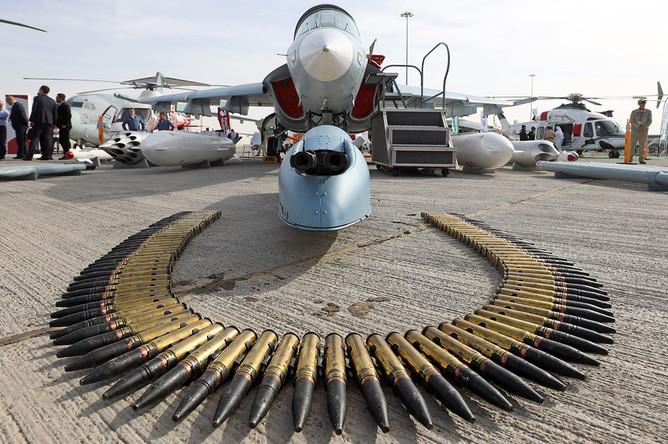 Як-130 оснащен подвесным контейнером с двуствольной авиапушкой калибра 30 мм