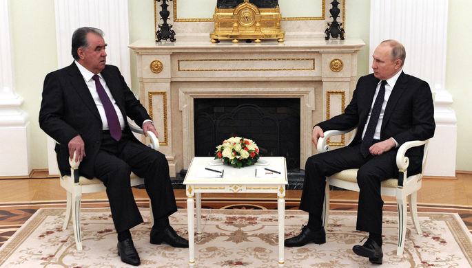 Президент РФ Владимир Путин и президент Таджикистана Эмомали Рахмон во время встречи 8 мая 2021 года
