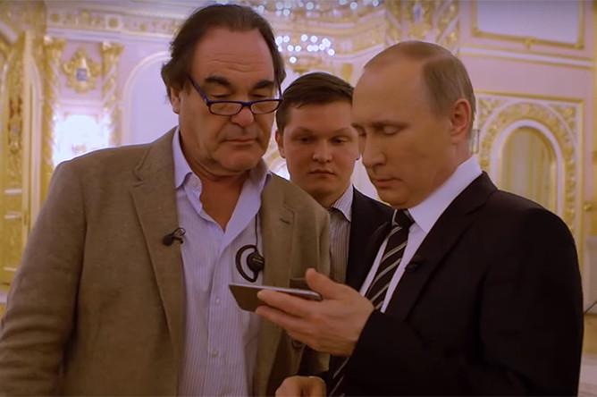 Владимир Путин и американский режиссер Оливер Стоун во время интервью