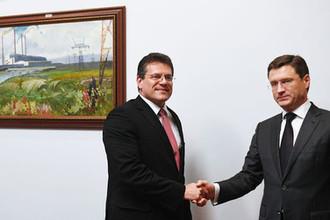 Вице-президент Еврокомиссии по энергосоюзу Марош Шефчович и министр энергетики России Александр Новак на встрече в Москве, 2016 год