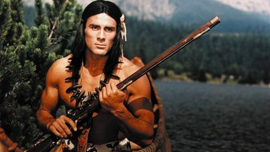Гойко Митич в роли индейца