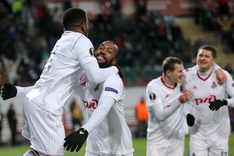 Игроки «Локомотива» празднуют гол