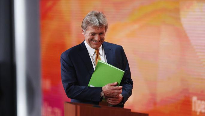 Пресс-секретарь Дмитрий Песков перед началом ежегодной пресс-конференции президента России Владимира...