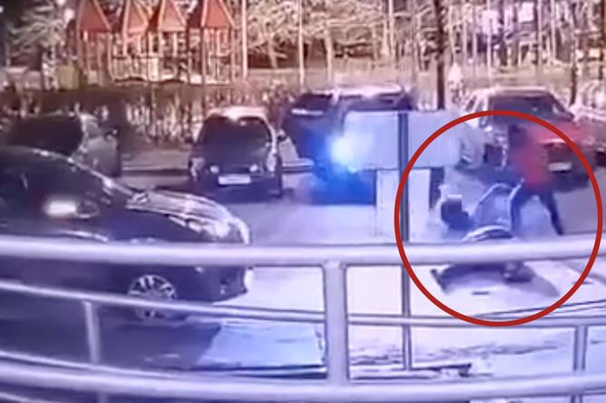 Видео с камеры наблюдения, запечатлевшей момент преступления