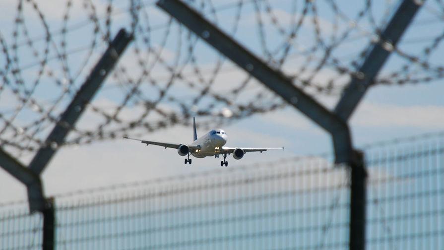 Украина заочно арестовала 12 российских самолетов за полеты в Крым