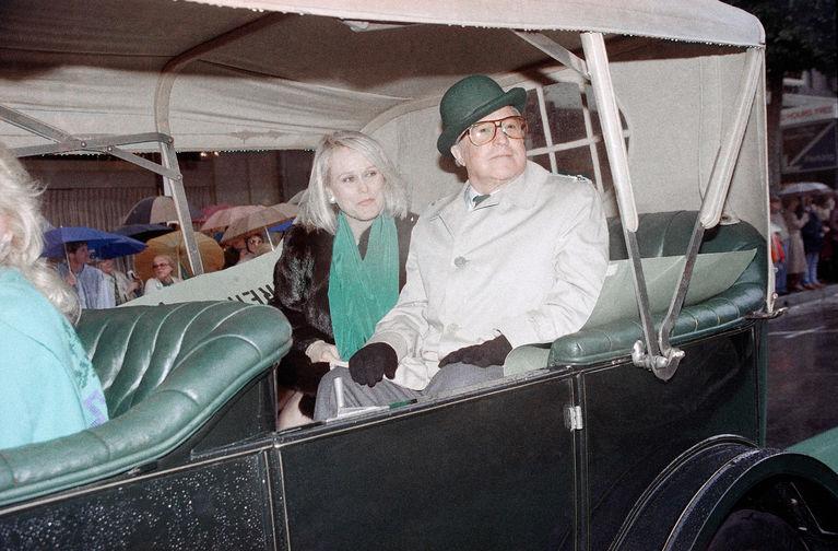 Джин Келли перед началом парада в честь Дня святого Патрика в Лос-Анджелесе, 1986 год