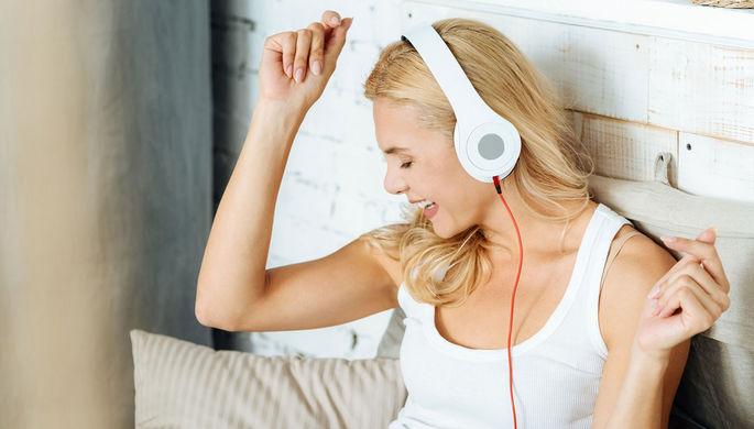 Будоражат память: почему мы любим песни из нашей юности