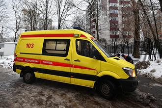 Автомобиль скорой помощи на Ельнинской улице на западе Москвы, 27 декабря 2016 года