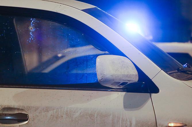 Автомобиль Lexus после обстрела в Шмитовском проезде в Москве
