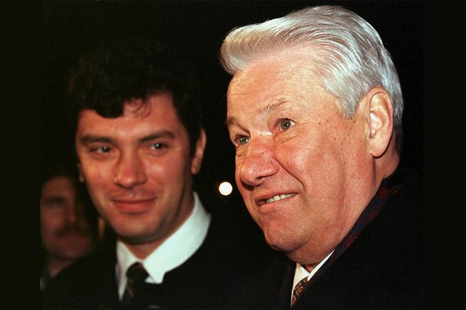 Президент России Борис Ельцин и вице-премьер Борис Немцов в Красноярске, октябрь 1997 года