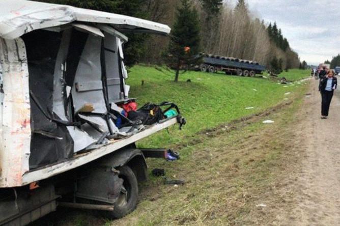Последствия аварии с участием спецавтомобиля ФСИН и грузового автомобиля в Ленинградской области, 4 мая 2018 года