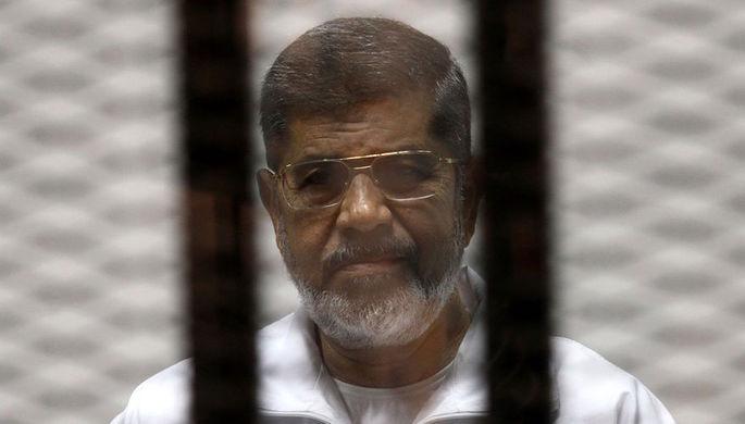 2014 год. Бывший президент Египта Мухаммед Мурси во время суда в Каире