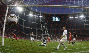 Очередной мяч влетает в ворота «Ганновера»