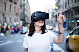 Очки вместо смартфонов: как IT-гиганты дополняют реальность