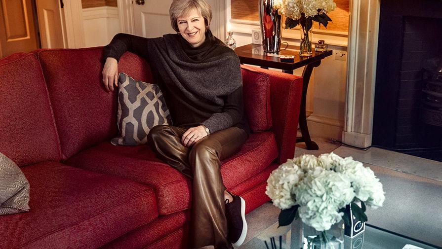Тереза Мэй в кожаных брюках Burberry за £295 на фотосессии для Sunday Times, декабрь 2016 года