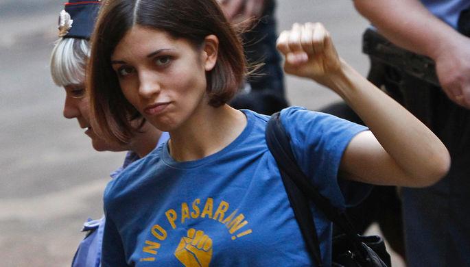 Участница Pussy Riot Надежда Толоконникова перед судебным слушанием в Москве, август 2012 года