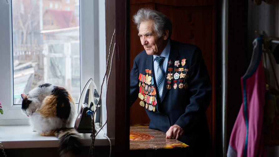 Путин распорядился выплатить деньги ветеранам в апреле
