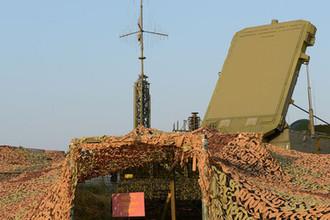 Многофункциональный радиолокатор 92Н6Е ЗРС С-400 на стартовой позиции зенитного ракетного дивизиона
