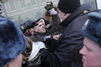 Ревнители православной морали дефилируют с гомофобскими плакатами