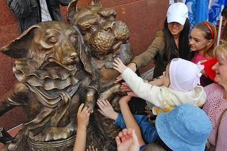 7 интересных памятников, которые приносят удачу
