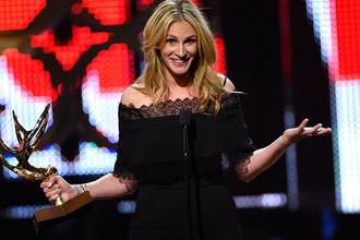 Джулия Робертс принимает награду «Женщина десятилетия» на церемонии Guys Choice Awards 2016