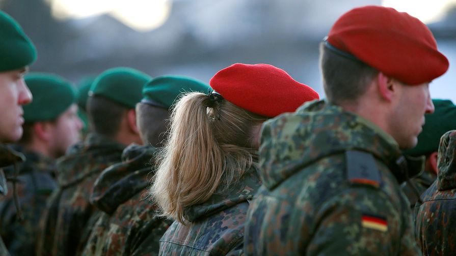 Военнослужащие Бундесвера на церемонии прощания перед отправкой в Литву, январь 2017 года
