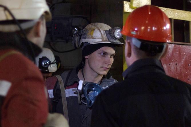 Горняки и сотрудники экстренных служб после аварии на руднике «Мир» в городе Мирный, Якутия, 4 августа 2017 года