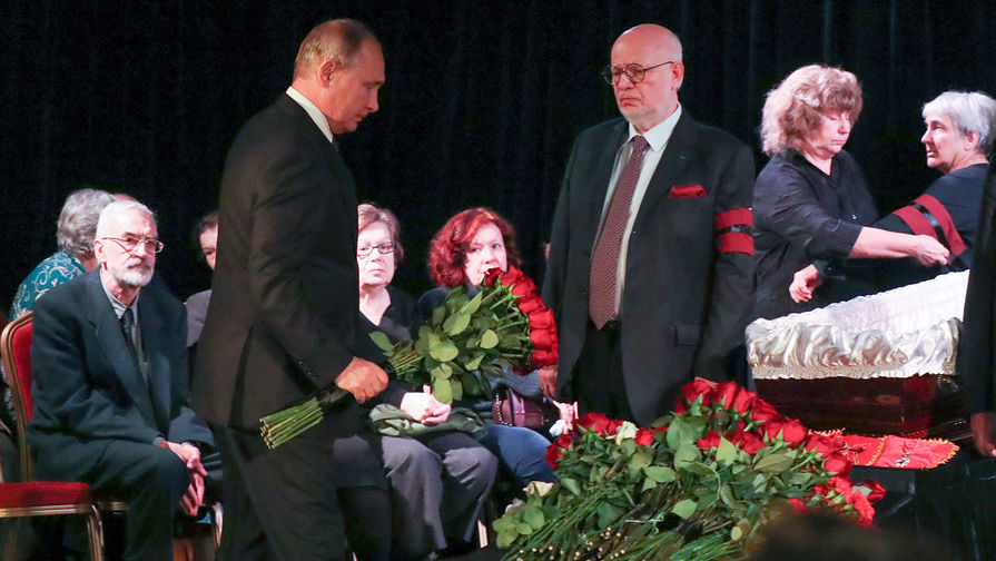 Путин принял участие в церемонии прощания с правозащитницей Алексеевой