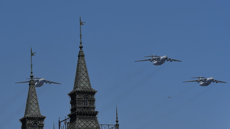 Военно-транспортные самолеты Ил-76МД во время генеральной репетиции военного парада Победы, 7 мая 2019 года