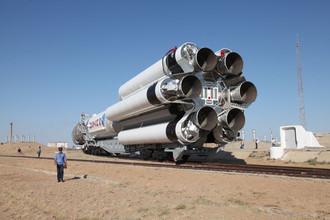 Транспортировка ракеты «Протон-М» с аппаратами «Глонасс-М» на стартовую площадку